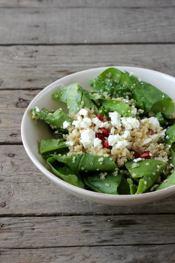 quinoa salat mit frischem spinat granatapfelkernen und feta das leben ist s ss. Black Bedroom Furniture Sets. Home Design Ideas